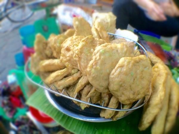 Những món ăn vặt nhìn là thèm ở chợ Hôm