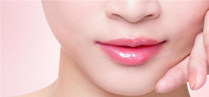 Mách bạn gái 8 cách làm hồng môi đơn giản tại nhà