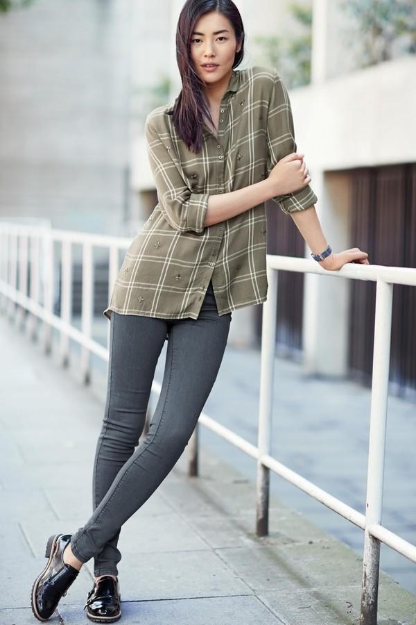 Liu Wen đơn giản mà cá tính trong lookbook mùa thu