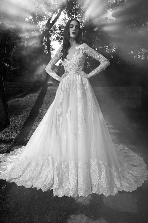 Phụ nữ và váy cưới...