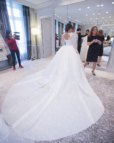 """7 chiếc váy Angela Baby diện cho đám cưới """"ngôn tình nhất mọi thời đại"""""""