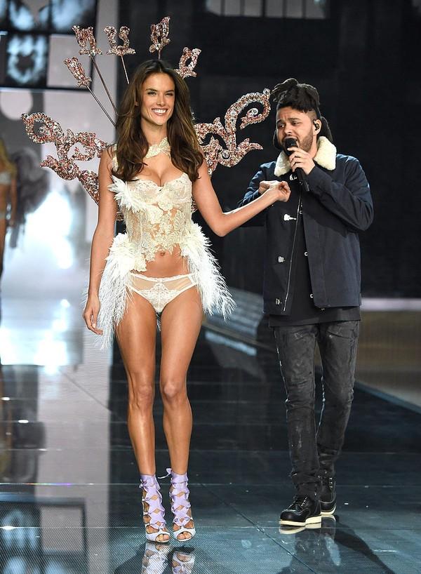 Brazilian-Angels-2015-Victoria-Secret-Fashion-Show-aa14d