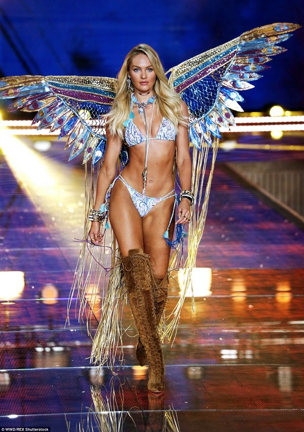 2E523F9600000578-3312676-Pure_Candice_Swanepoel_wowed_in_a_dramatic_butterfly_styled_outf-a-161_1447209366202-4cb20