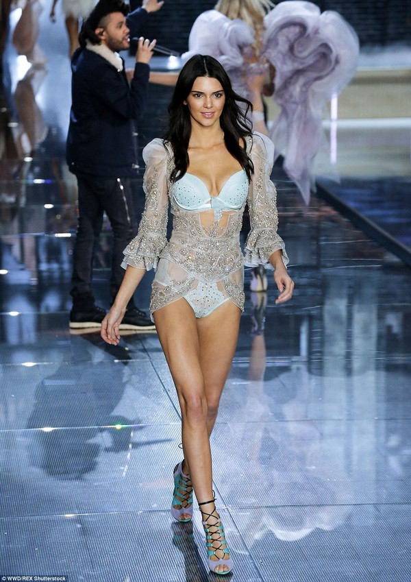 2E5231DB00000578-3312676-Blue_belle_Kendall_showed_her_fashion_week_experience_as_she_sas-a-144_1447209241758-4cb20