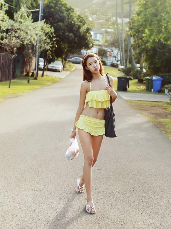 Mẫu bikini tôn dáng cho cô nàng ngực lép