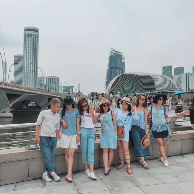 Đi du lịch nhóm phải mặc đồ tông xuyệt tông rồi chụp ảnh như thế này mới bắt kịp xu hướng! - Ảnh 7.