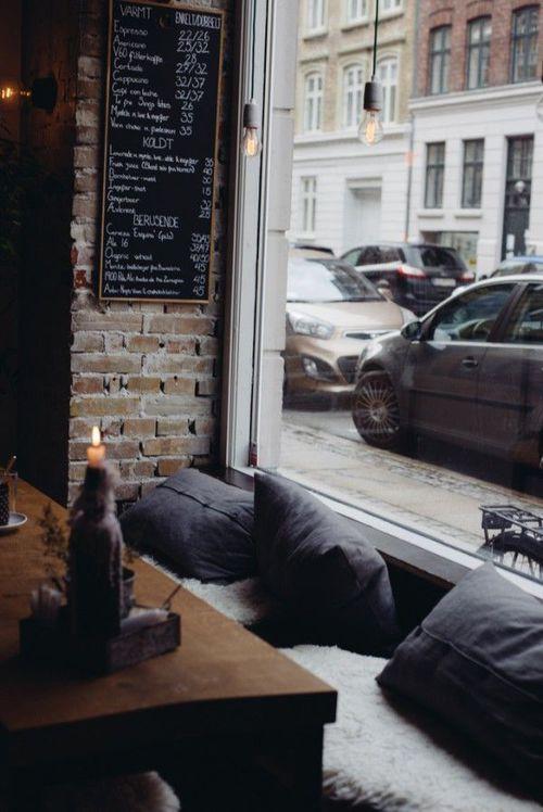 Quán cà phê của những người cô đơn...