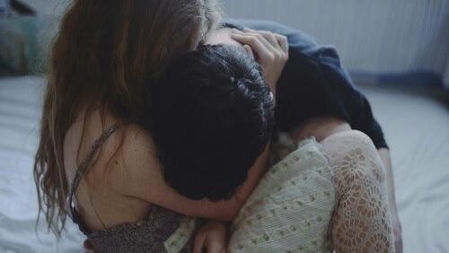 N u can m y u th em c ng h y can m m qu n - Scene di amore a letto ...