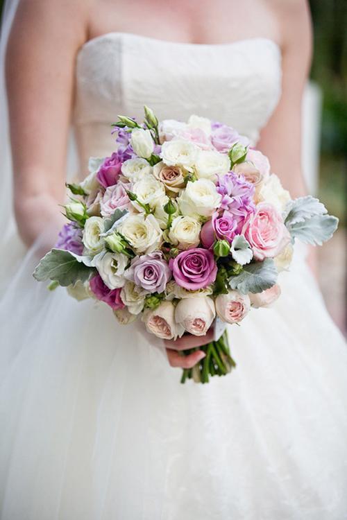Kết quả hình ảnh cho bó hoa cưới màu tím
