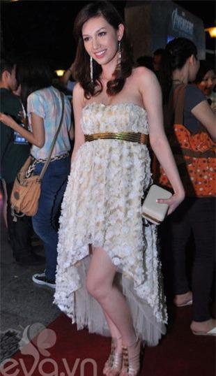 Những mốt váy hoa 'xiêu lòng' người đẹp - 1
