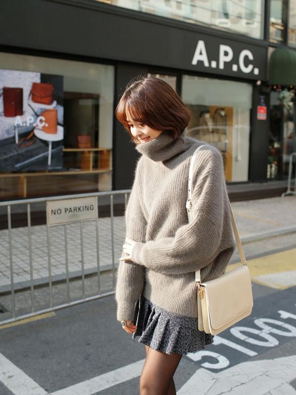 Gợi ý 4 cách kết hợp luôn đẹp với áo len trơn màu 15
