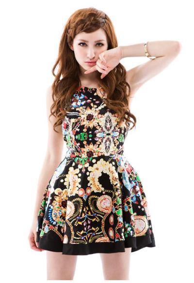 Váy, áo thêm ấn tượng với họa tiết lạ