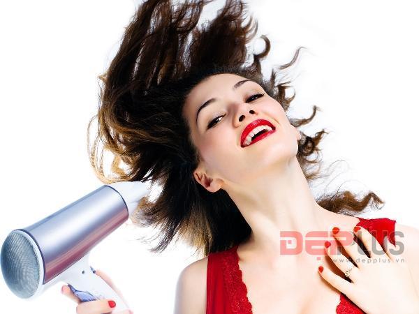 8 lỗi phổ biến bạn thường mắc phải khi sấy tóc