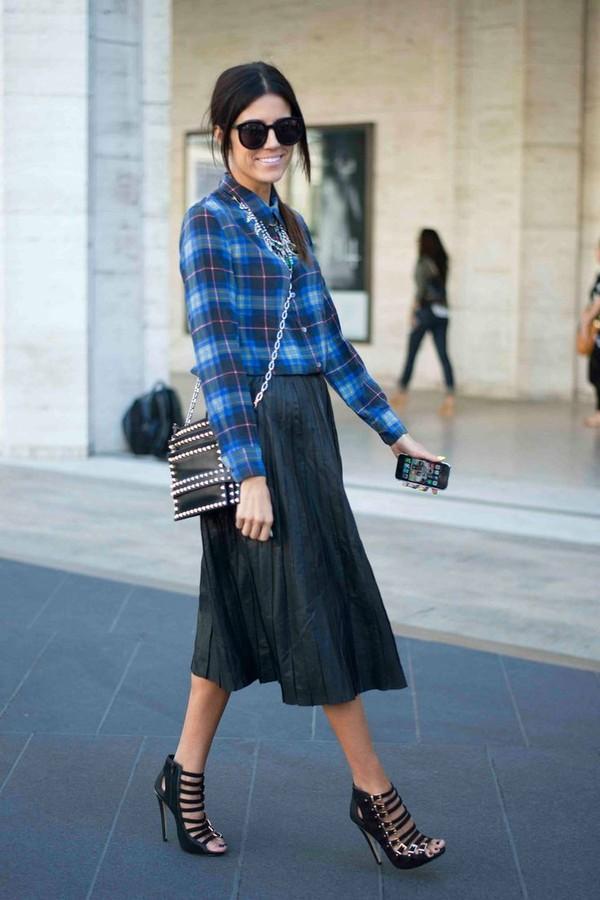 Muôn kiểu kết hợp nhẹ nhàng và ấm áp cùng chân váy midi 8