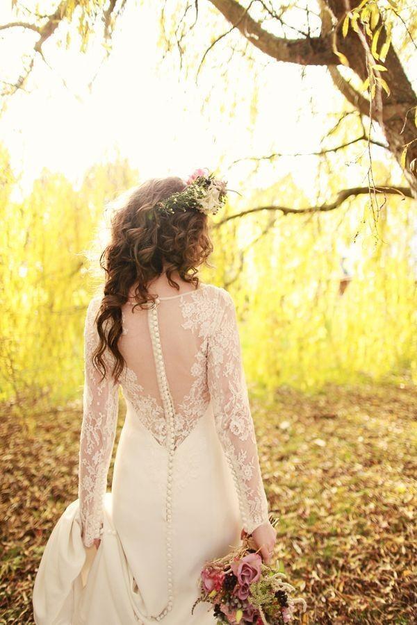 Xu hướng váy cưới dài tay cho mùa đông lạnh giá 7
