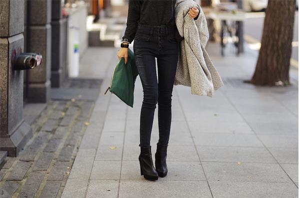 Cách chọn và kết hợp quần jeans với giày hợp từng dáng chân 17