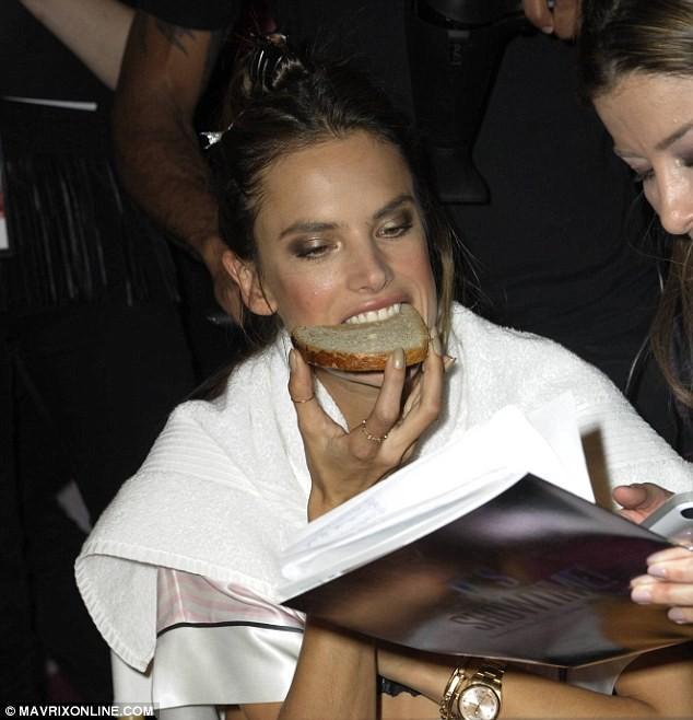 Hậu trường nóng bỏng ở Victoria's Secret Fashion Show