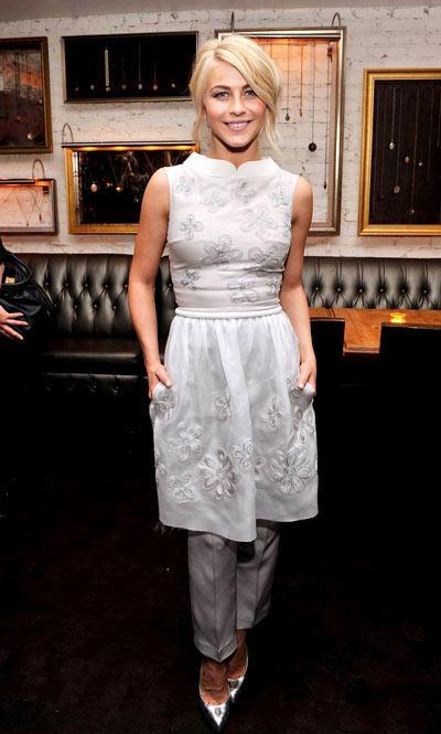 Sao 'đẹp lạ' khi mặc váy với quần dài