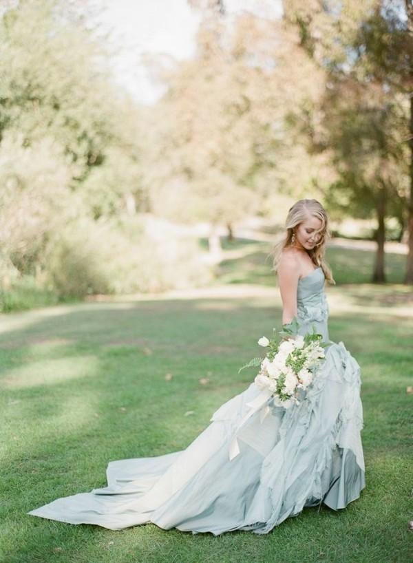 Những mẫu váy cưới tuyệt đẹp không mang tone trắng truyền thống 2