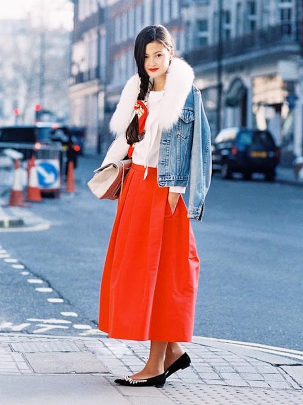 Muôn kiểu kết hợp nhẹ nhàng và ấm áp cùng chân váy midi 10