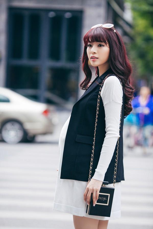 Mặc đồ công sở ấm áp và thời trang cho bà bầu xinh đẹp 23