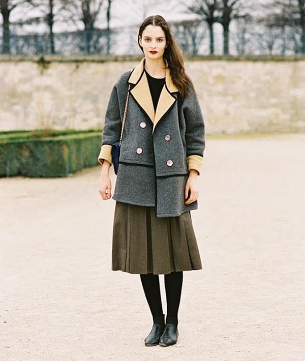 Muôn kiểu kết hợp nhẹ nhàng và ấm áp cùng chân váy midi 20