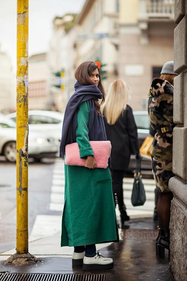 Gợi ý cho quý cô công sở kết hợp áo khoác dạ bớt nhàm chán 10
