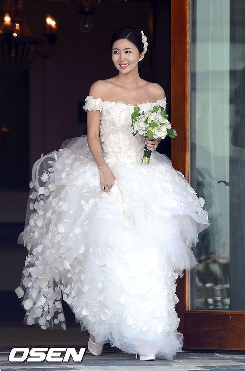 Chọn váy cưới chuẩn như sao Hàn