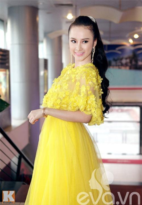 Những mốt váy hoa 'xiêu lòng' người đẹp - 2