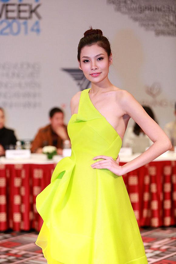 Những bộ váy ấn tượng tại Tuần lễ thời trang Xuân Hè 2014