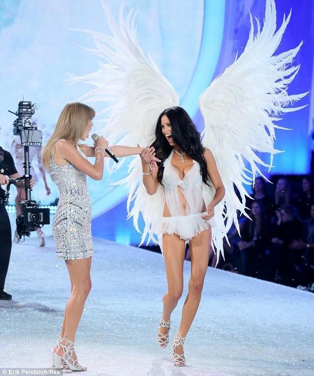 Bộ sưu tập nội y trắng đẹp như mơ của Victoria's Secret