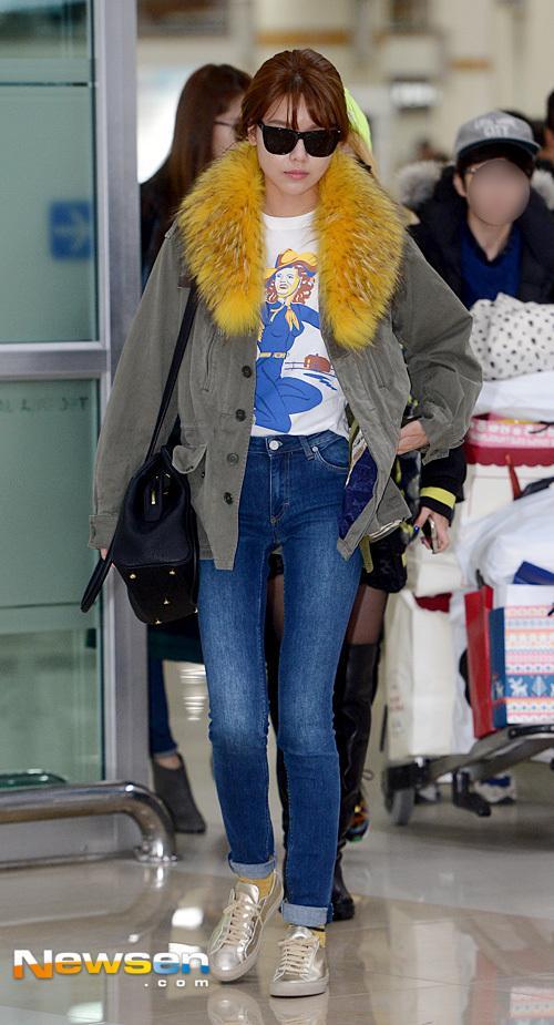 Học lỏm sao Á cách mặc quần jeans xanh thêm thu hút ngày lạnh 19