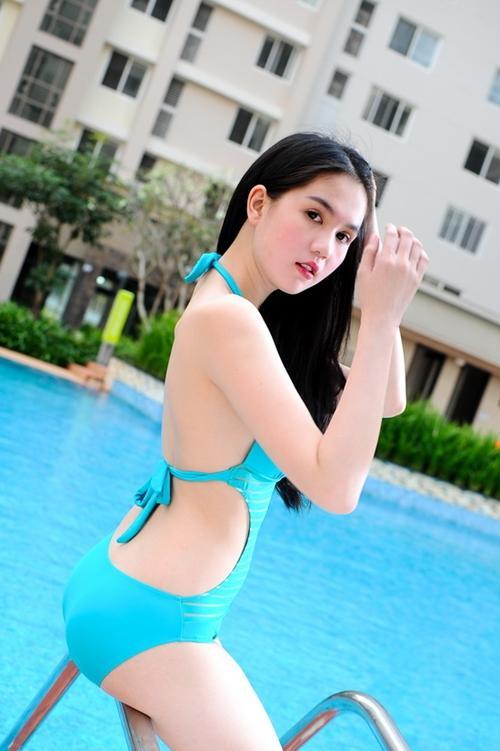 """Ngắm kiều nữ Việt """"nóng bỏng"""" cùng bikini"""