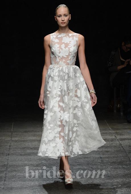 5 mẫu váy ngắn tuyệt đẹp cho đám cưới mùa mưa