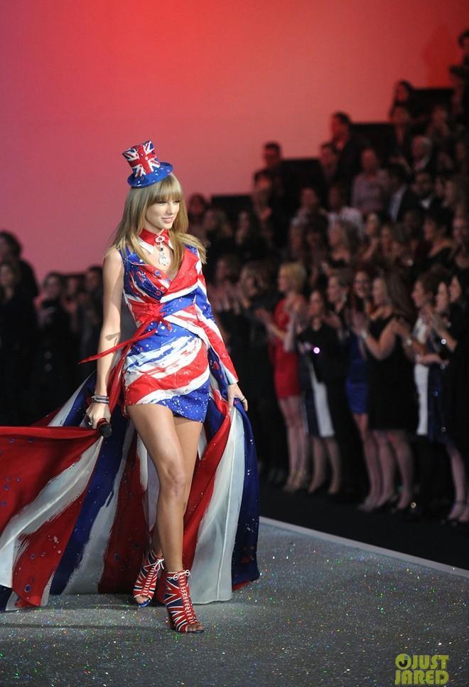 Taylor Swift đọ vẻ quyến rũ với thiên thần Victoria's Secret