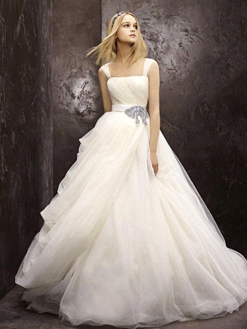 10 mẫu váy cưới đẹp cho nàng bầu - 6