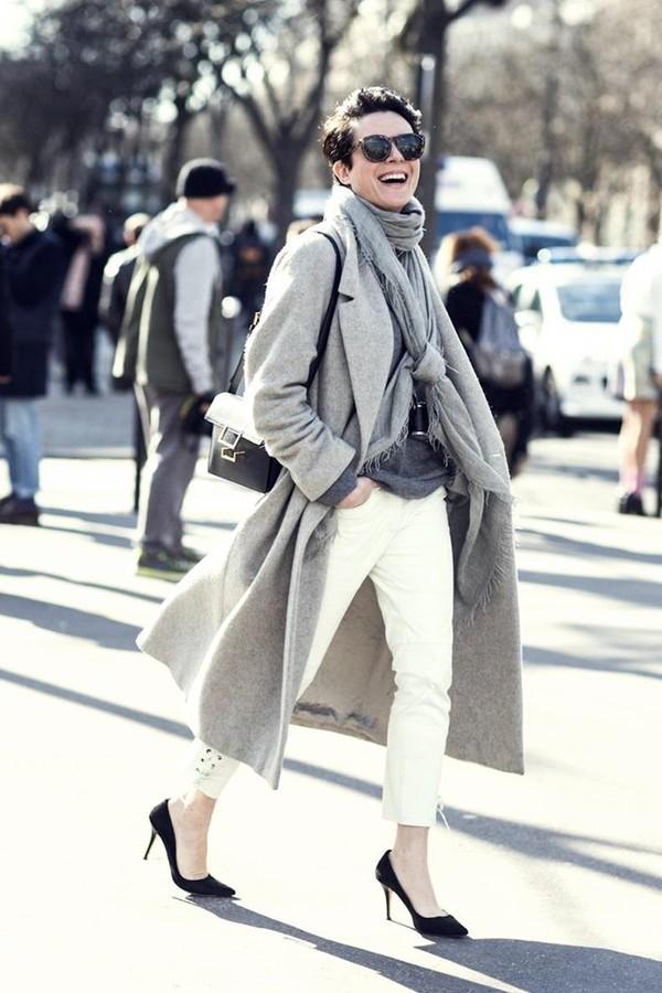 Gợi ý cho quý cô công sở kết hợp áo khoác dạ bớt nhàm chán 9