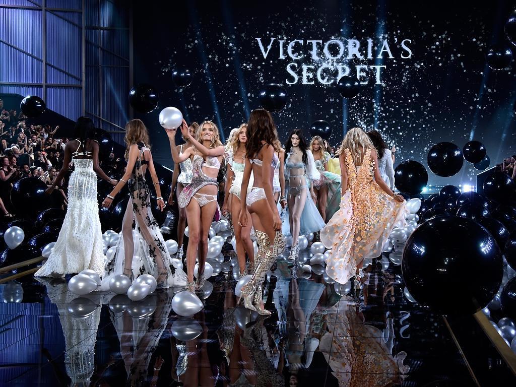 [Photo] Mãn nhãn với màn trình diễn thời trang Victoria's Secret