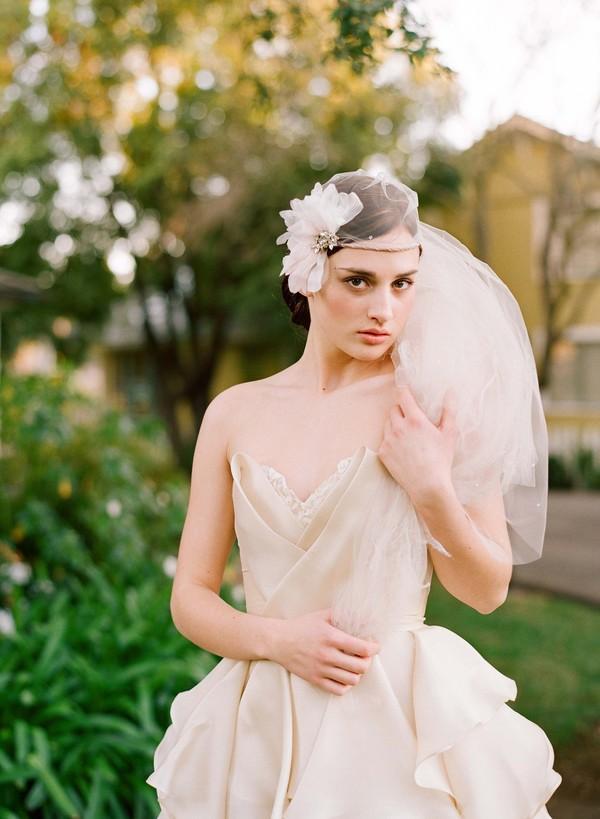 Chọn voan cô dâu tuyệt đẹp cho đám cưới thu lãng mạn