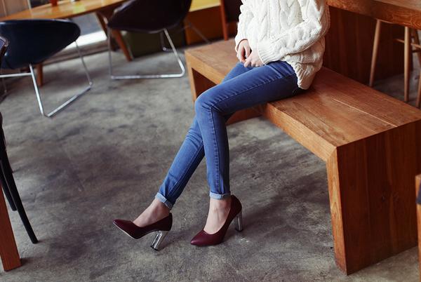 Cách chọn và kết hợp quần jeans với giày hợp từng dáng chân 5