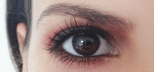 Vẽ mắt bằng phấn má