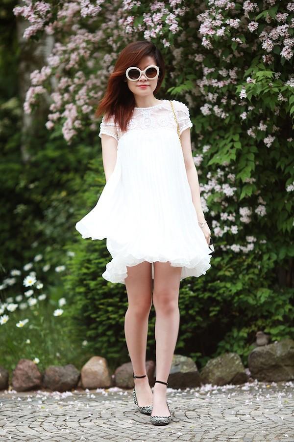Ngọt ngào và bay bổng ngày hè với little white dress