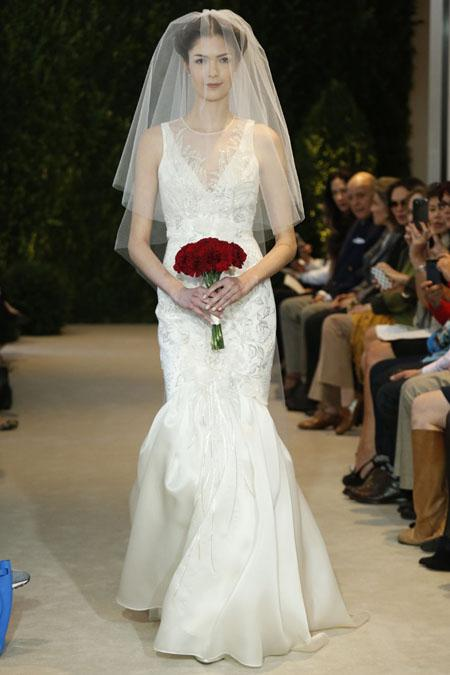 Sexy với váy cưới đuôi cá của Carolina Herrera