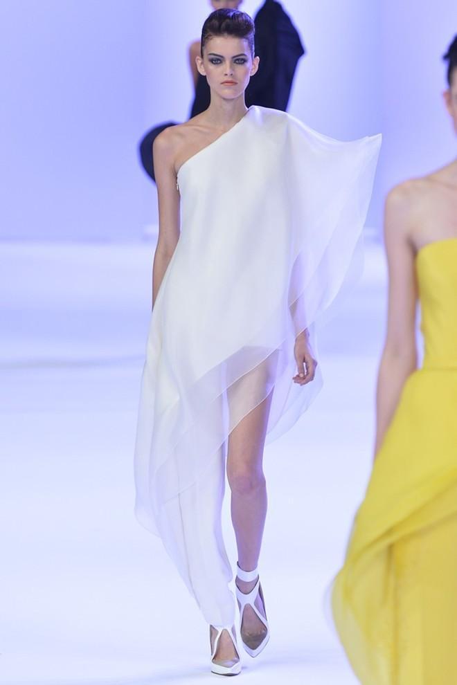 15 bộ váy đẹp nhất tuần lễ thời trang Paris