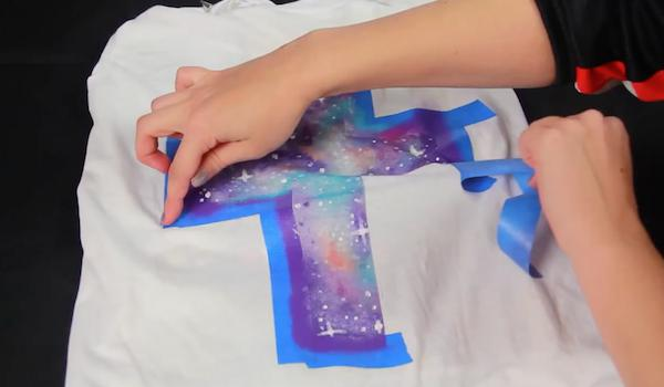 DIY họa tiết galaxy trendy cho set đồ xuống phố ngày mưa 8