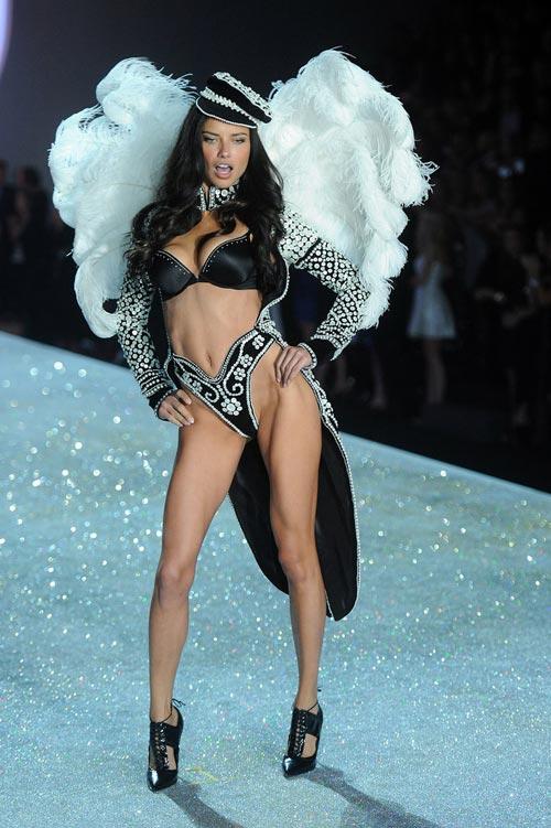 Áo ngực triệu đô tỏa sáng Victoria's Secret Show - 17