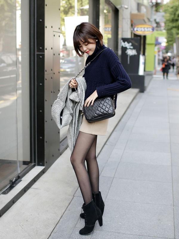 Gợi ý 4 cách kết hợp luôn đẹp với áo len trơn màu 10