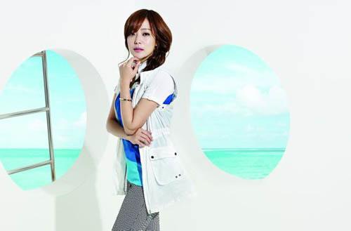 Kim Hee Sun - trẻ hơn nhờ trang phục