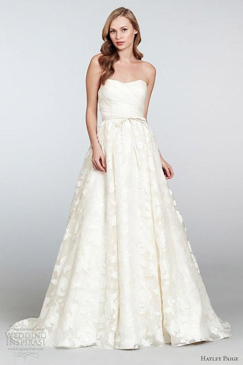 10 mẫu váy cưới đẹp cho nàng bầu - 7