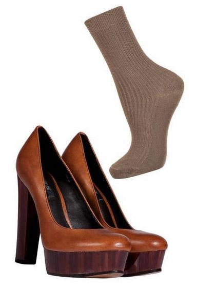 Viết tiếp chuyện tình bít tất và sandal